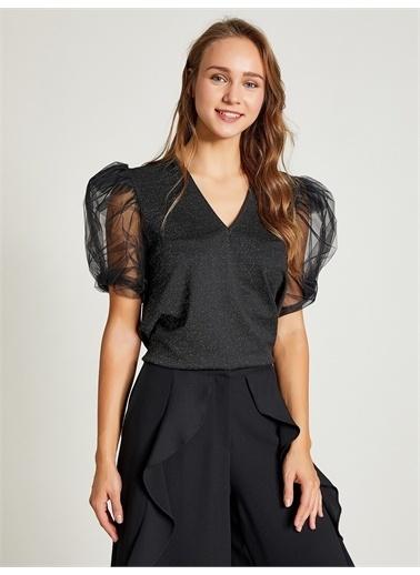 Vekem-Limited Edition V Yaka Kolları Tüllü Kadife Bluz Siyah